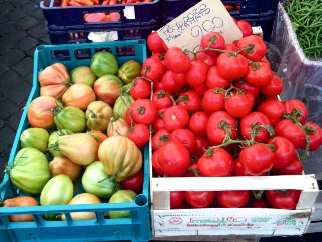 Tomater og ukjent frukt