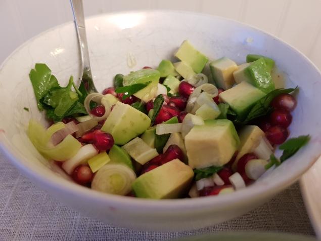 Versjon 2: granateple, avokado, vårløk og persille